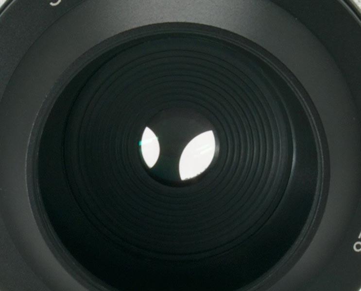 <b>ロータリーディスク方式の絞りを採用。「完璧な円形絞りを作り出す」という</b>
