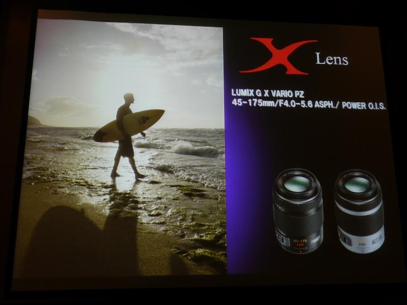 <b>Xレンズのロゴを強調した14-42mm(左)と45-175mmの広告イメージ。いずれも8月26日の発表会で披露されたもの(以下同)</b>