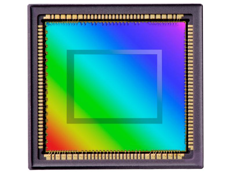 <b>新開発の自社製CMOSセンサーを採用</b>