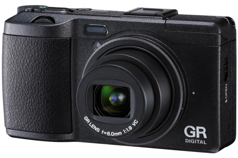 <b>GRシリーズの最新モデル「GR DIGITAL IV」。発売は10月21日。実勢価格は7万4,900円前後</b>