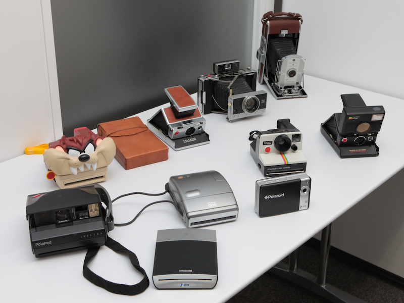 <b>会場では歴代のポラロイドカメラも展示した</b>