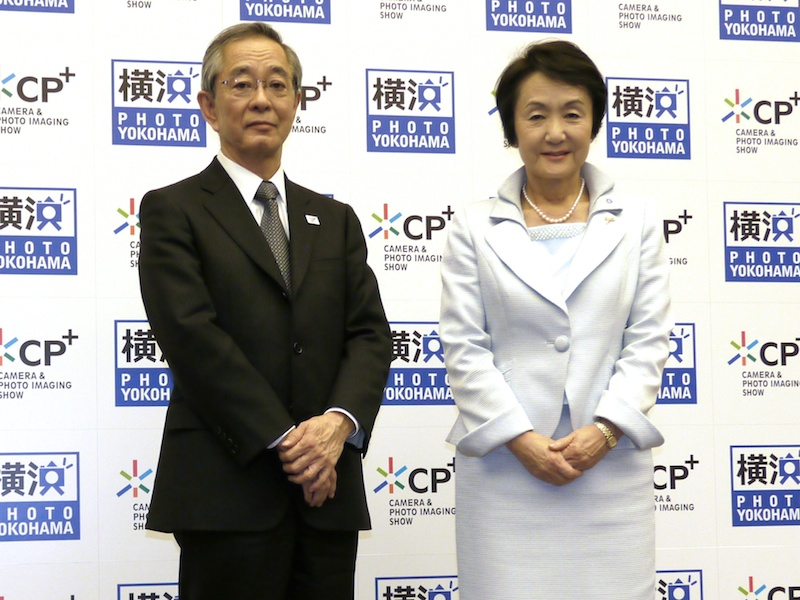 <b>左からCIPA代表理事会長の木村眞琴氏、横浜市長の林文子氏</b>