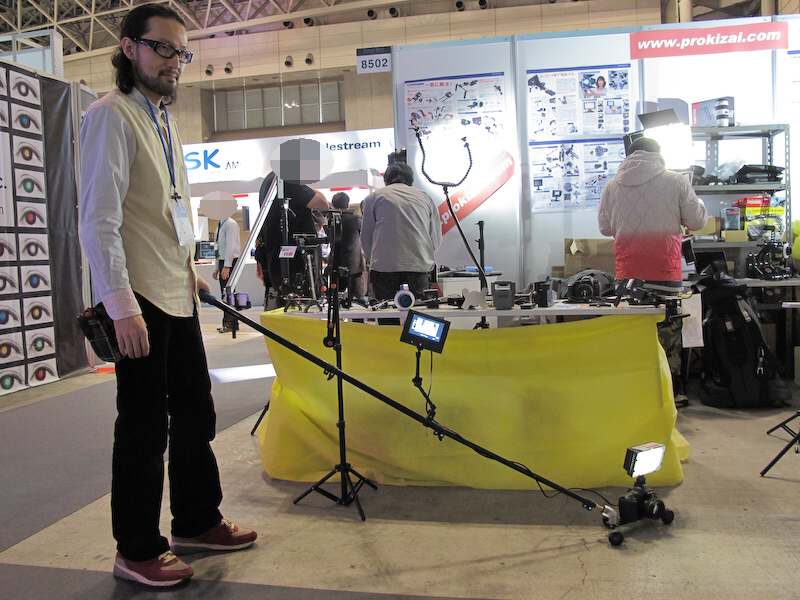 <b>ミニドーリースライダーの操作風景。ポールの操作で自在に走行できる</b>