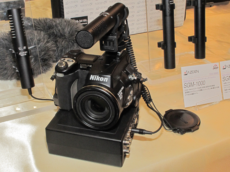 <b>カメラに装着したFMX-DSLR</b>
