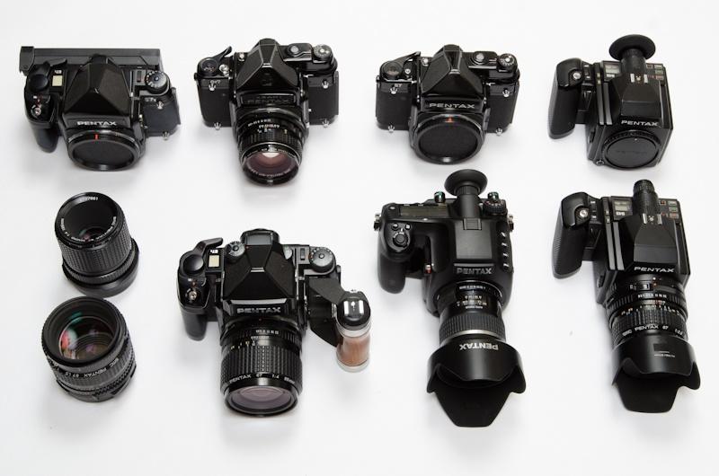 <b>フィルムカメラは昔から使ってきたブローニーのペンタックス製。67と645が揃っている</b>