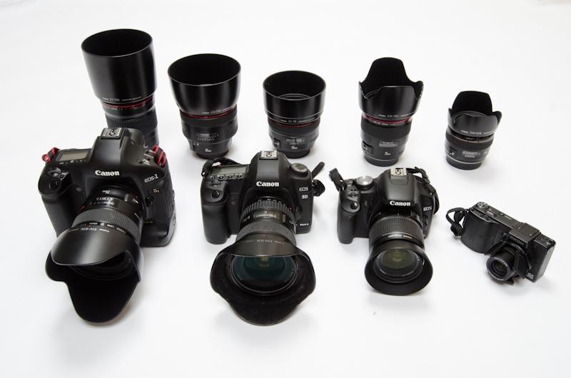 <b>デジタルカメラとレンズ類はキヤノンがメイン。EOS-1Ds、EOS 5D Mark II、EOS Kiss X3。リコーGX200も</b>