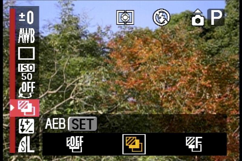 <b>ファンクションメニューには「AEB撮影」や「フォーカスブラケット」の項目もある。このあたりも高級モデル……というか「高機能モデル」っぽい点ですわ</b>