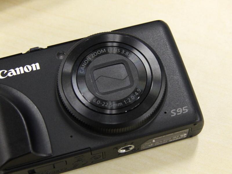 <b>最新モデルではなくなったが、S95のブラックボディも無骨でいい。S100のブラックは少し印象が変わった気がした</b>