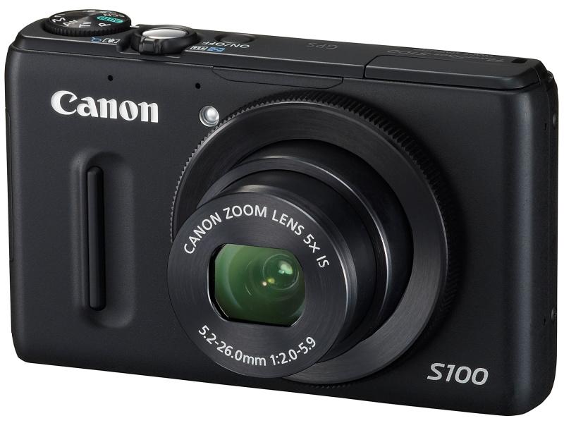 <b>PowerShot S100。1/1.7型CMOSセンサー、24-120mm相当の5倍ズームレンズ、GPS機能、フルHD動画記録などが特徴。実勢価格は5万3,900円前後</b>