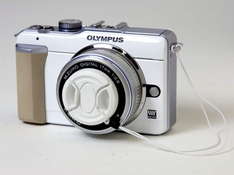 <b>装着例。カメラはOLYMPUS PEN Lite E-PL1。レンズは37mm径のM.ZUIKO DIGITAL 17mm F2.8</b>