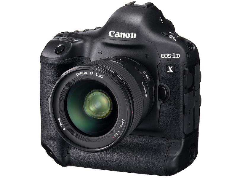 <b>2011年10月にはフラッグシップモデルのEOS-1D Xを発表。ただし発売は2012年3月を予定</b>