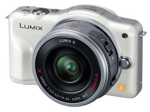<b>これまでより一気に小型になったLUMIX DMC-GF3。10月からはPZ 14-42mmをセットにした電動ズームキットも発売中</b>