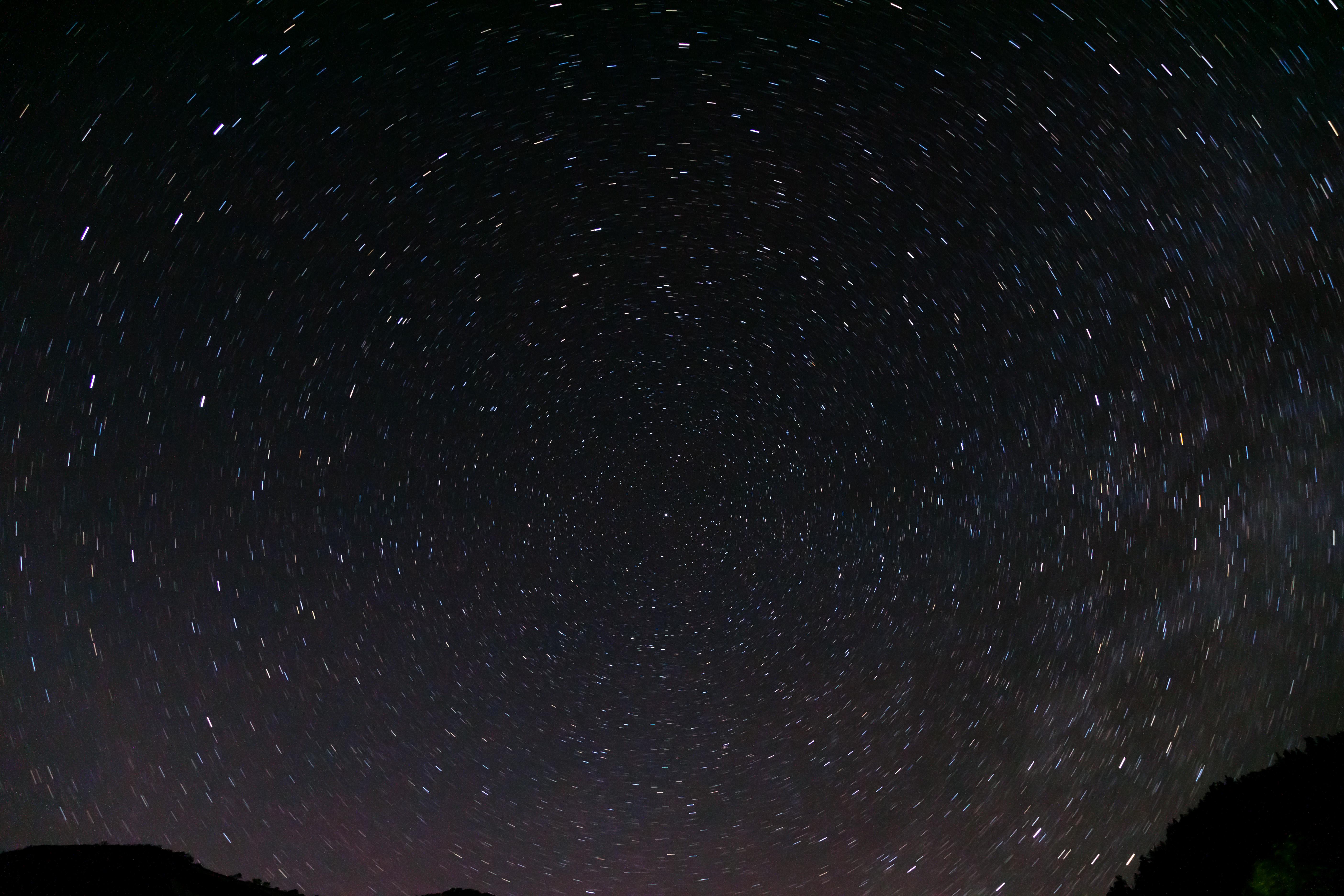 <b>(イメージ)赤道儀を使用せず、北極星を中心に周回する星々を撮影</b>