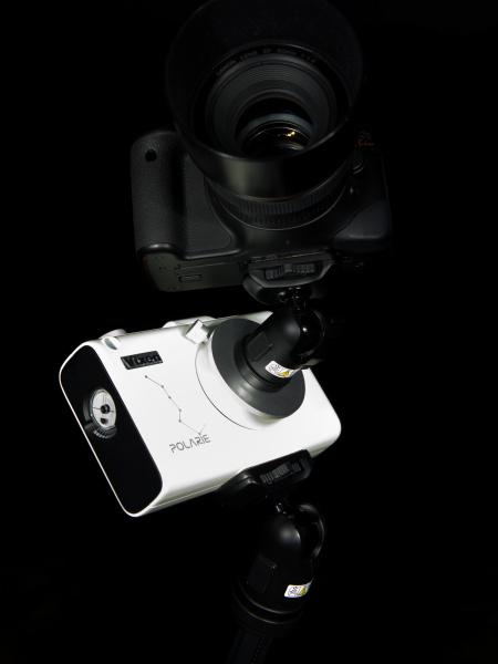 <b>カメラをバルブモードにしてレンズの絞り値、ISO感度を設定して撮影する。シャッターを切る際にはブレを防止するためにリモートスイッチかワイヤレスリモコンを使用するようにしよう。またピントを合わせはライブビューにして星を拡大すると合わせやすい</b>
