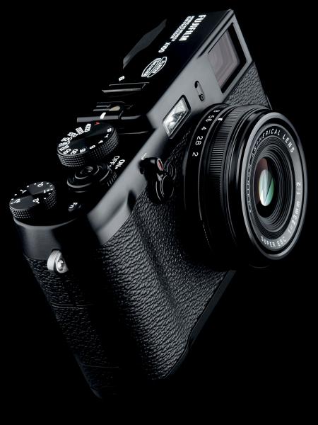<b>FUJIFILM X100 BLACK Limited Edition</b>