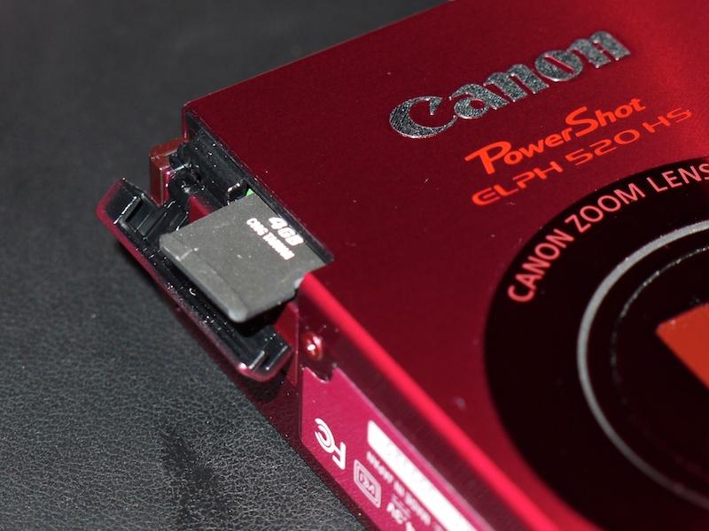 <b>microSD系の記録メディアを採用</b>