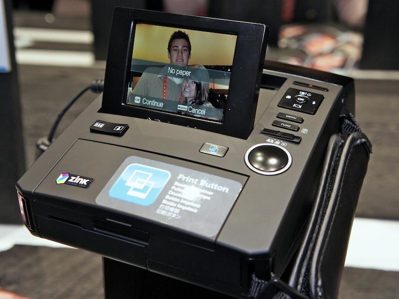 <b>Polaroid Z340。日本でも11月に発売。ZINKペーパーを使用するインスタントデジタルカメラ</b>