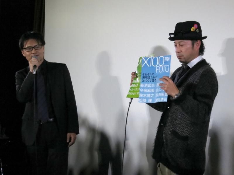 <b>富士フイルムの上野隆氏(左)と写真家の瀬尾浩司氏(右)</b>