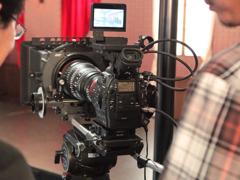 <b>デジタルシネマカメラEOS C300も実機を展示</b>