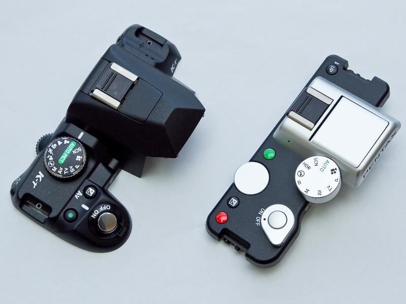 <b>上面の比較。K-r(左)はモードダイヤル、電源レバー、コマンドダイヤルなどがプラスチック製だ</b>
