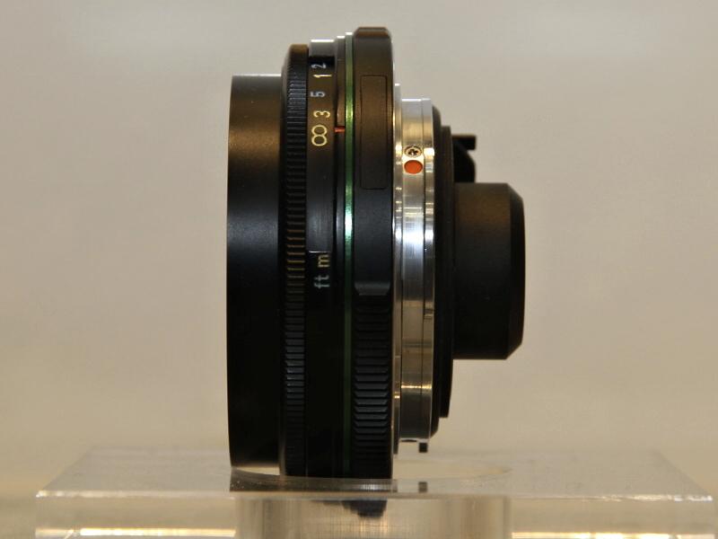 <b>CP+2012で展示した「K-01専用Kマウントレンズ」。後玉が通常より出ている</b>