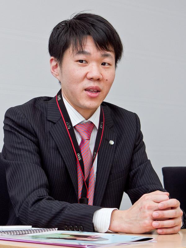 <b>商品企画を担当した石井亮儀氏。「キヤノンの技術力を結集して作ったカメラですので、大きなセンサーによるボケ味や突き抜けた解像感を実感して欲しいです」</b>