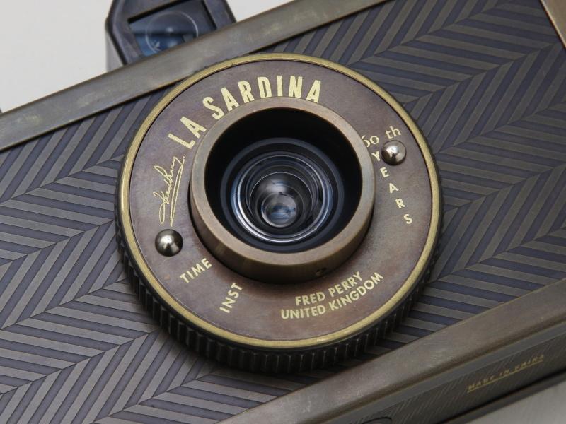 <b>レンズは22mm F8の固定式</b>