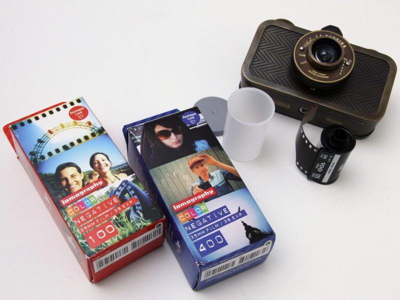 <b>ロモグラフィーが販売するフィルムを用意してみた。パッケージデザインが楽しい</b>