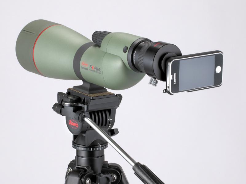 <b>スポッティングスコープTSN-884にiPhone 4Sを装着。デジタルカメラアダプターTSN-DA10を併用</b>