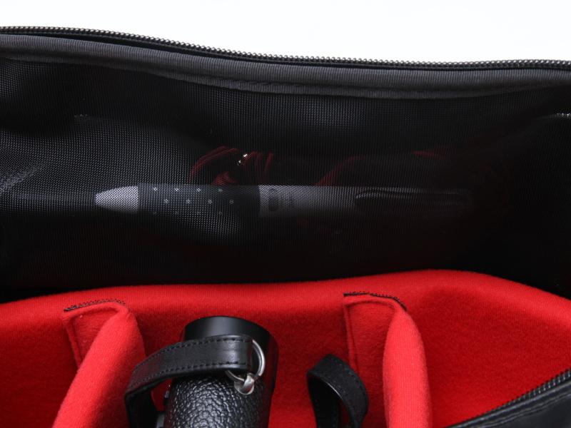<b>バッグの内側から見たところ。メッシュ素材なのがわかる</b>