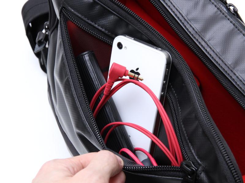 <b>ポケットの内部は開口部より広い</b>