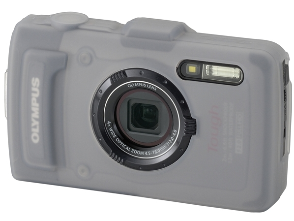 <b>シリコンジャケット「CSCH-108」(3,360円、装着例)。コンバーターアダプターおよびコンバージョンレンズを装着可能</b>