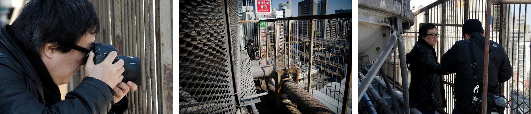 <b>所幸則は今も変わりゆく渋谷の街を撮っている。この日は渋谷東急百貨店の御厚意で、デパートの屋上から渋谷の街並みを撮るという珍しい機会だったので、現場同行でお邪魔させてもらった。近所に住んでいるのでウチの近くの大きな建物までクッキリと見える。この日の所氏のカメラ機材はシグマDP1とソニーα900。どちらもNDフィルターをレンズに装着。</b>