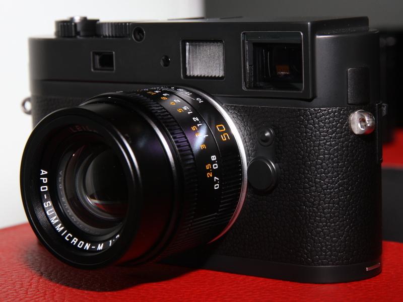 <b>アポ・ズミクロンM f2.0/50mm ASPH.をMモノクロームに装着</b>