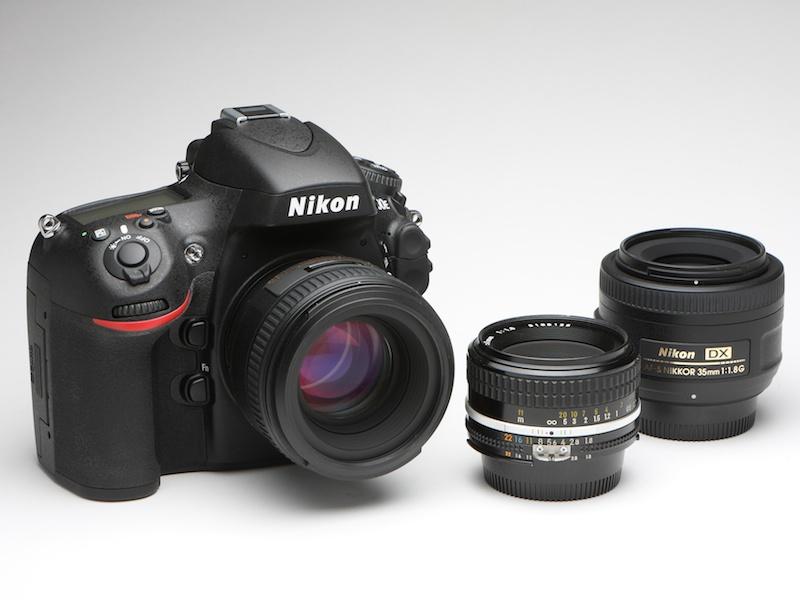 <b>推奨レンズ以外も試してみた。AF-S NIKKOR 50mm F1.4 G(D800Eに装着)、Ai NIKKOR 50mmF1.8S(中央)、AF-S DX NIKKOR 35mm F1.8 Gの3本。予想以上の結果が得られた。</b>