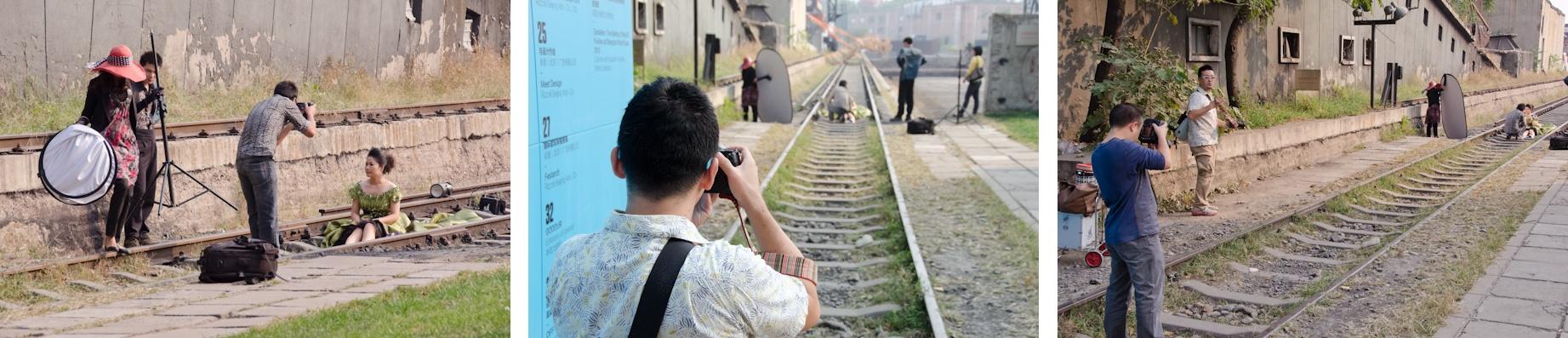 <b>2011年の秋。シカーノが仕事とライフワークを兼ねて北京で撮影をするというので、ちょうど中国づいていたボクもついでに全額自腹で5日間の密着同行をしてきた。ボク自身5〜6回目、この年だけでも3回目の中国だったが地方都市ばかり巡っていたので、北京へは10数年ぶりであまりの急速な近代化への変貌に驚くばかり。近年、何度も訪れているシカーノの後をついていき、迷子にならないようにするのだが、お互い写真の被写体に夢中になるとあっという間に消えてしまうという得意技を発揮していた(笑)</b>