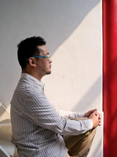 <b>2011年、北京の四合院造りのホテル中庭にて</b>