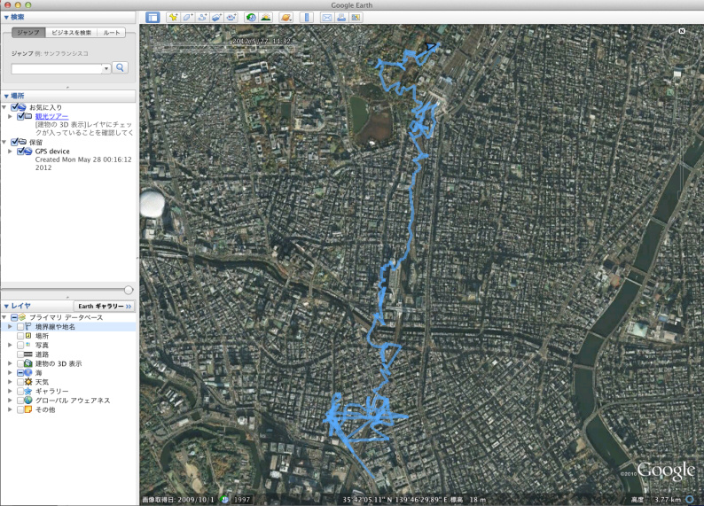 <b>SDカードに記録されたログファイルをGoogle Earthで開いて地図上に移動軌跡を表示させた。おおよそ正確な位置を捉えることができているが、ときおり実際の位置よりずれている。高いビルなどがある場所では、GPSからの電波が遮られてしまうからだろう</b>