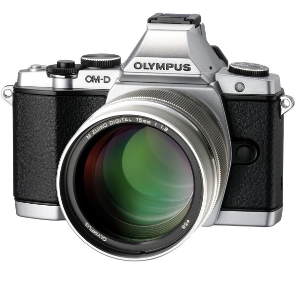 <b>OLYMPUS OM-D E-M5への装着例</b>