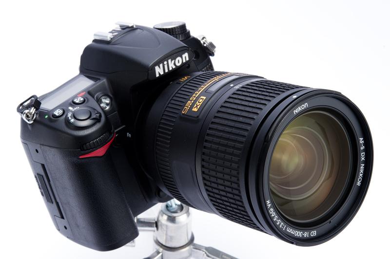 <b>D7000に装着。6月28日発売。価格は13万8,500円</b>