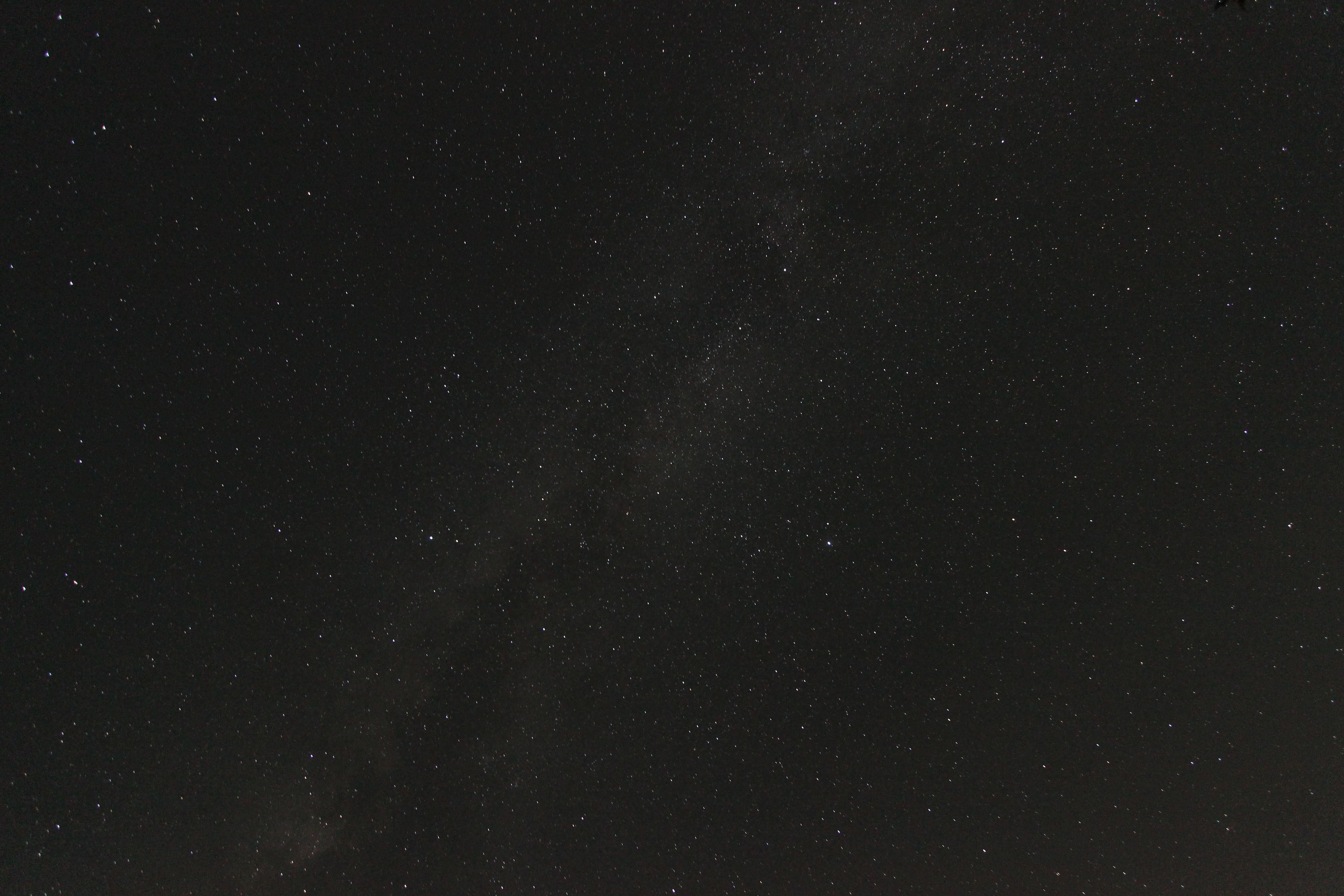 <b>ISO1600、絞りF3.5、露光時間30秒で撮影したら暗く写ってしまった</b>