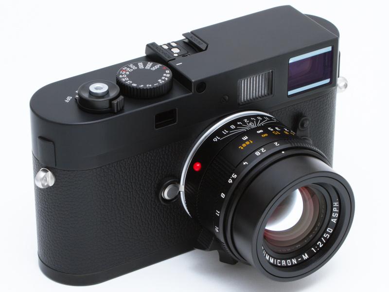 <b>世界初、35mmフルサイズのモノクロ専用CCDを搭載したライカMモノクローム。Leicaのロゴがどこにもないマット調のブラッククローム仕上げは、見るからにスペシャルな印象を受ける。レンズはライカ アポ・ズミクロンM f2.0/50mm ASPH.。</b>