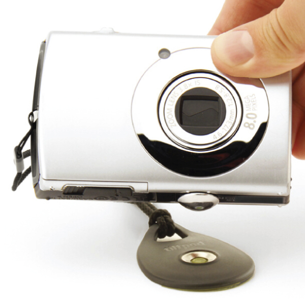 <b>カメラにはあらかじめ付属のピボットを装着して使用する</b>