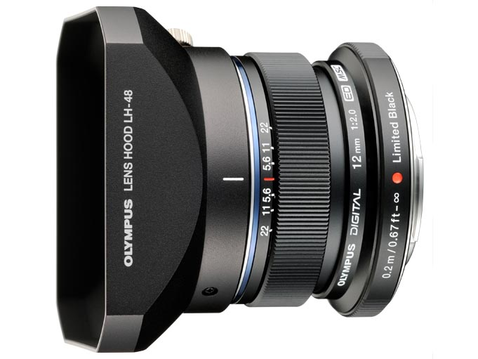 <b>通常バージョンで別売だったレンズフードLH-48と、かぶせ式レンズキャップLC-48のブラックバージョンが同梱される</b>