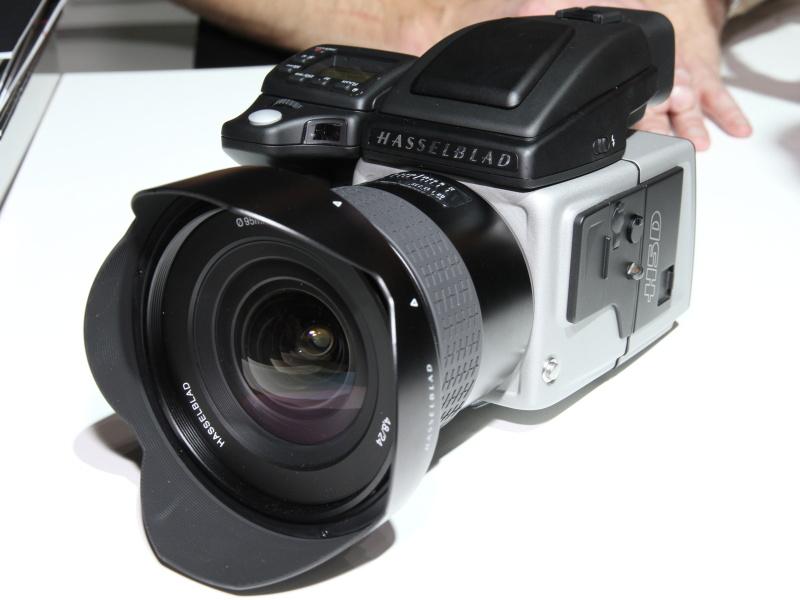 <b>H5D。装着している24mmレンズも新製品</b>