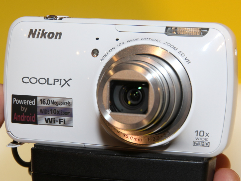 <b>COOLPIX S800c</b>