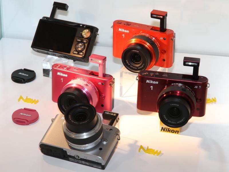 <b>Nikon 1 J2のカラーが揃っていた</b>