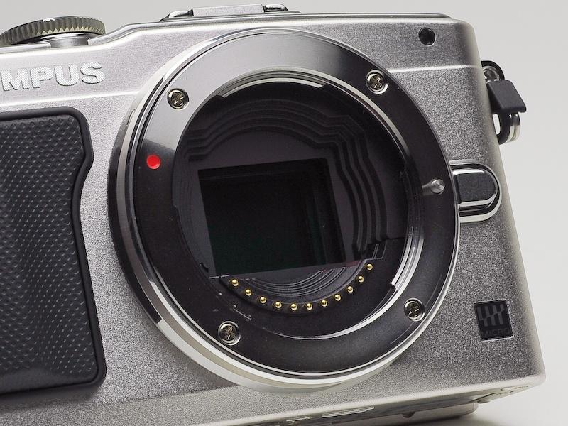 <b>撮像素子は4/3型Live MOSセンサー。画像処理エンジンはTruePic VI</b>
