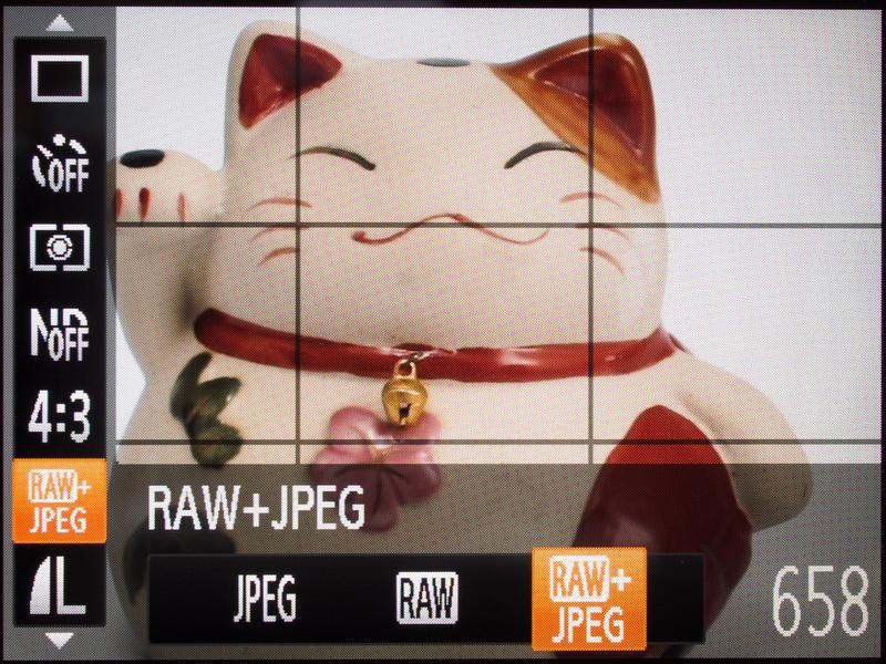 <b>高級タイプだけあってRAWやRAW+JPEGでの撮影もサポートしている。上級者にはうれしい点。</b>
