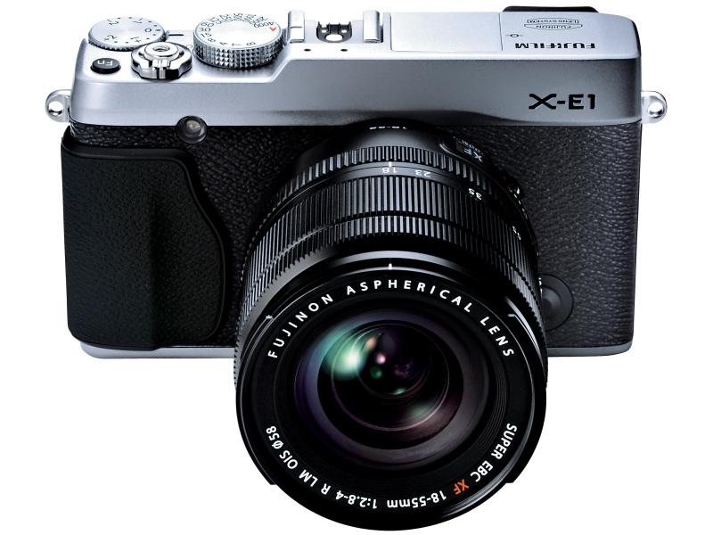 <b>FUJIFILM X-E1。XF 18-55mm F2.8-4 R LM OISの装着例</b>